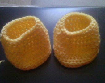 Small yellow straw baby booties from 1 to 3 months