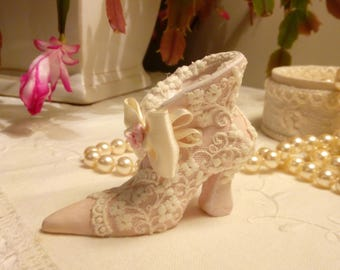 Small decorative Shabby unique piece made of clay and ivory lace shoe