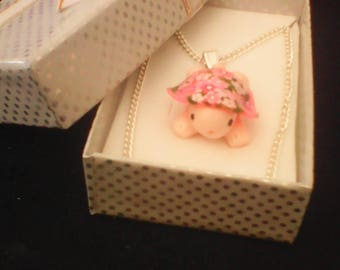 Chain very elegant little turtle beautifully decorated with flowers