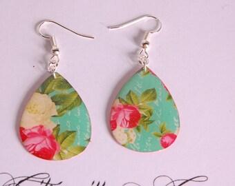 Earrings flowers beige and fuchsia Teardrop shape