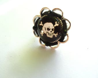 Ring rock n roll punk skate alternative skull pirate skull with silver and black seed beads