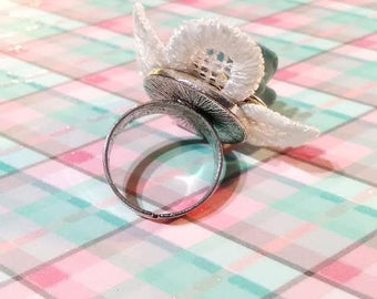 Beautiful silver plated Adjustable ring lace and its beautiful rose