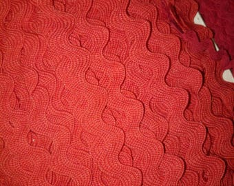1 meter of SERPENTINE woven 15 mm wide red RICKRACK trim