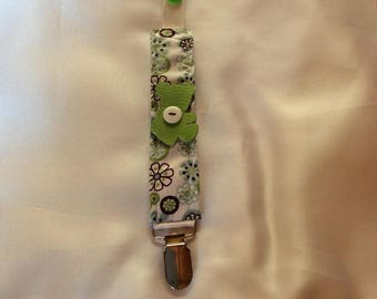BLUE TEDDY BEAR PACIFIER CLIP HAS FLOWERS