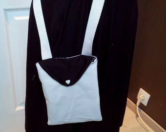 Woman black and white shoulder bag