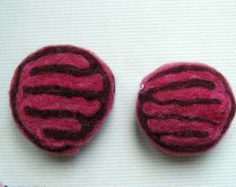Set of 2 items in pink/Brown 38mm diam 15mm thick boiled wool