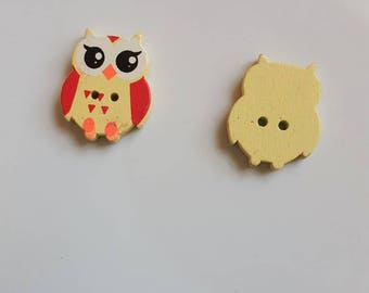 Owl 2 holes wooden button or yellow OWL