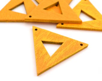 1 yellow and orange wooden 3.8 cm x 3.3 cm triangle connector