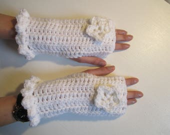 White fingerless gloves crocheted with acrylic yarn, mothers day gift