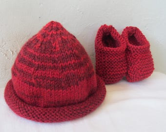 Set hat and booties for baby