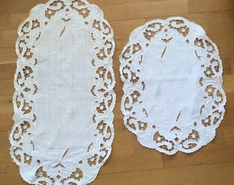Table cloth: Antique embroidered tablecloths of linen with embroidery anglase. Vintage Runner chemin de table ancien