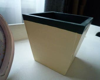 Flower pot painted in ivory/green natural wood dark 8 * 8 cm