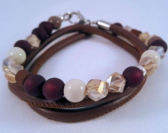 Beaded leather Wrap bracelet made of glass, faceted and Polarisperlen, carabiner closure in stainless steel