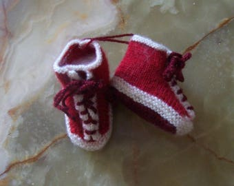 shape red sneakers with laces crocheted baby booties