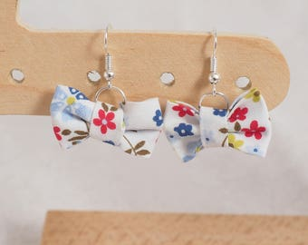 Bow - white floral earrings