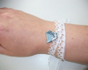 2 in 1 jewelry. Necklace and bracelet, white lace and heart.