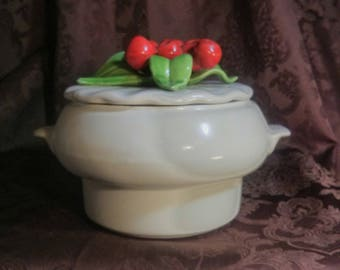 Calif. U.S.A 640 pottery casserole/candy/snack/storage lidded bowl/dish