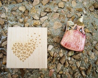 Stamp Butterfly flew wood heart TC258 5 x 5 cm