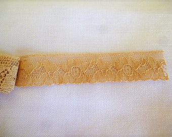 Ribbon cut of vintage lace 97 cm x 20 mm from buff beige cotton