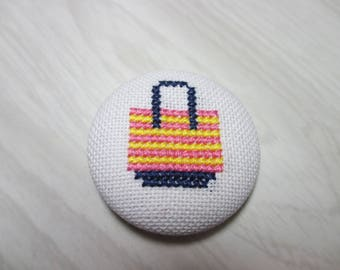 Embroidered button no. 19