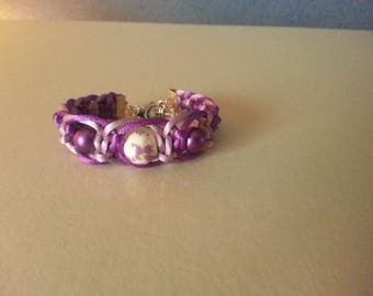 Bracelet macrame and beads and violet