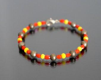 Adjustable bracelet faceted glass beads.