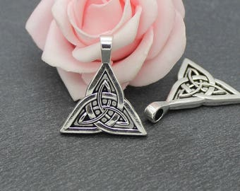 x 2 Celtic triangle knot charms in antique silver BRA249 pendants