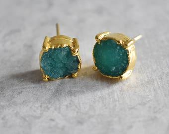 1 Pair Natural Druzy in Emerald Stud Earrings | simple stud earrings, simple gold earrings, Minimalist Earrings, geometric earring stud