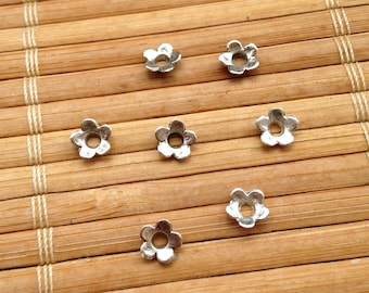 Set of 100 small caps / Silver Flower bead caps