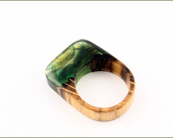 Wooden ring with multicolour resin