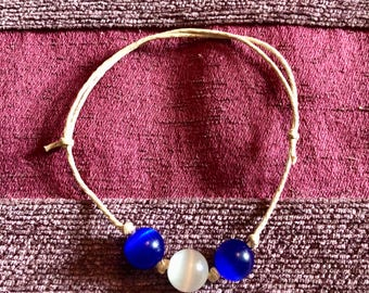 Pearlescent beaded adjustable bracelet