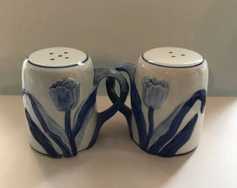 Blue and white tulip salt and pepper shakers Delft Blue