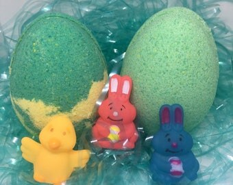 8 oz Easter Egg Surprise Inside Bath Bomb