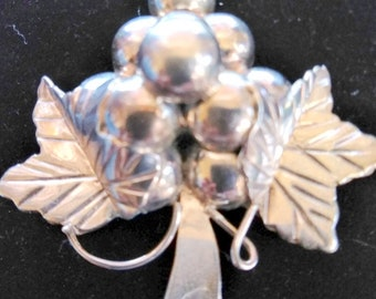 Vintage .925 Mexican silver grape cluster brooch/pendant