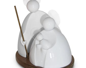White Nativity with Methacrylate crowns