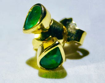 Lacrima - Natural Colombian Emerald Stud Earrings in 18k Gold
