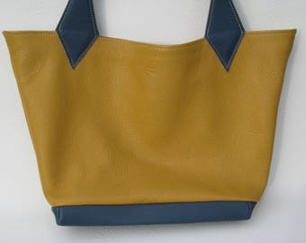 Woman leather tote bag
