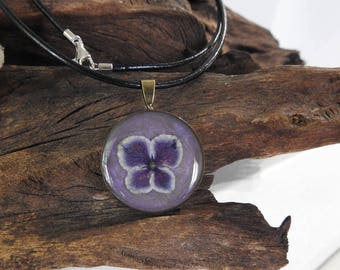 Natural Dried Purple Hydrangea Bloom resin cast Round Antique Bronze Pendant with Leather Necklace