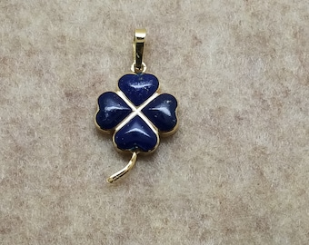 14 karat yellow gold and lapis lazuli clover pendant charm