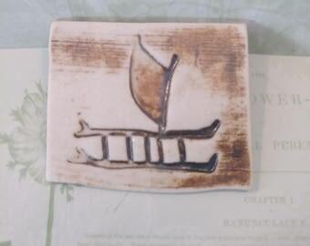 Vintage Ceramic Brooch pin/Hawaii/Hawaiian canoe/vintage brooch/ceramic brooch/boat brooch