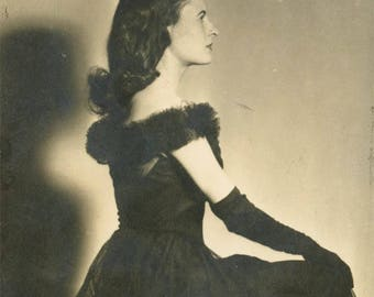 vintage photo 1940s Beautiful Young Woman in Black Profile Long Gloves Dress