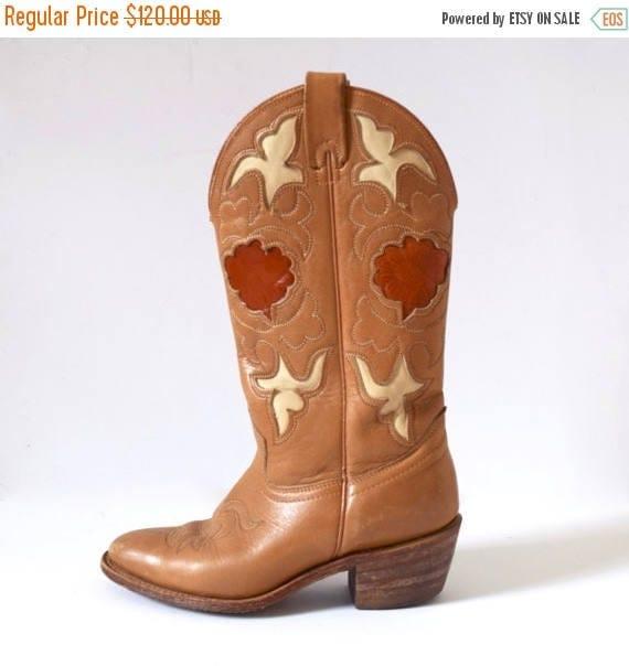 SUMMER SALE / 20% off Vintage 60s 70s TEXAS Caramel Brown Cut Out Cowboy Boots (size 5.5M)