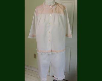Vintage 1960's Woman's Pajama Capri Set