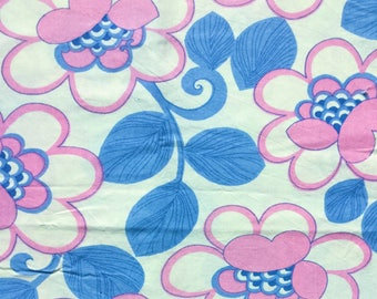 Seventies vintage floral fabric - 120x35 cm.