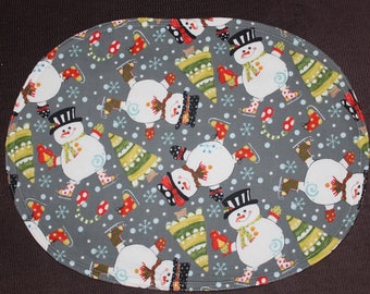 Oval placemats with Halloween motifs with snowmen on reverse, set of 4