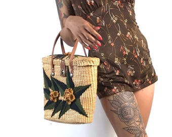 Straw Raffia Tropical Woven Beach Purse // 1950s 1960s Vintage // Crewel Hand Embroidered // Tiki Hawaiian // Vacation