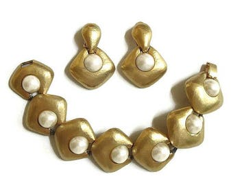 SALE Faux Mabe Pearl Matte Gold Tone Link Bracelet and Earrings Set Vintage Haute Couture Statement