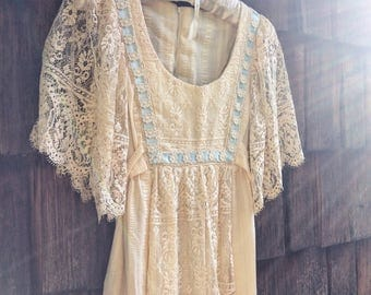Vintage handmade 70s romantic lace wedding gunne sax dress with empire waist
