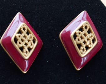 Monet Burgundy Enamel, Gold tone Diamond-shaped Pierced Earrings, Vintage (U9)