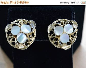 """ON SALE Pretty Vintage Mother of Pearl, Gold tone Clip Earrings,""""Amerique"""" (W5)"""